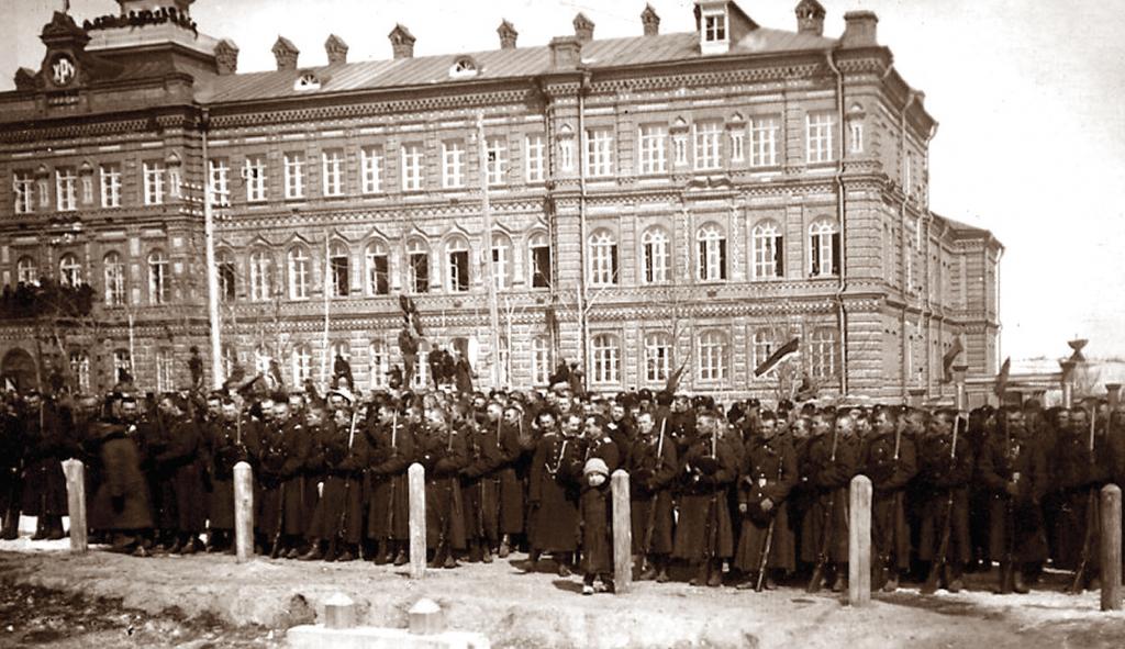 Парад войск хабаровского гарнизона в честь свержения самодержавия, 10 марта 1917 года.