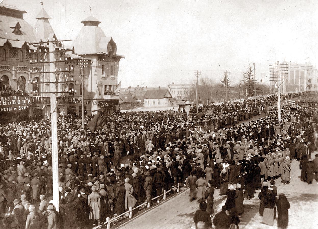 г. Хабаровск, ул. Муравьева-Амурского. Парад войск 10 марта 1917 года.
