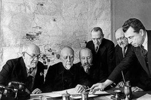 Участники комиссии по разработке плана ГОЭЛРО (слева
